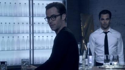 Megjelent Chris Pine parfümreklámja