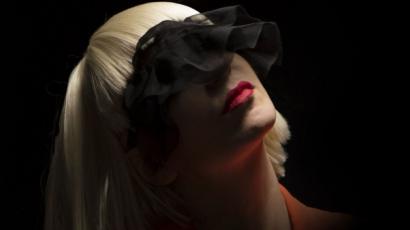 Meglepetés dallal jelentkezett Sia