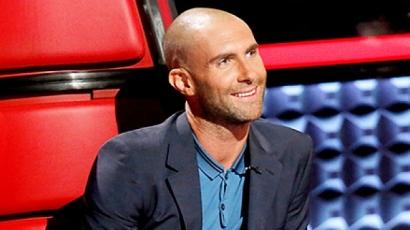 Megvált a hajától Adam Levine