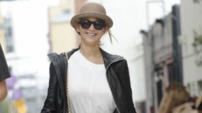 Megvált hosszú hajától Jennifer Lawrence!