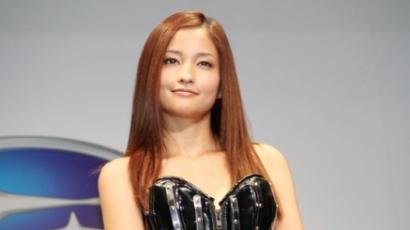 Meisa Kuroki megvált barna hajától