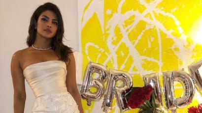 Menyasszonyi ruhában bulizott lánybúcsúján Priyanka Chopra