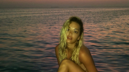 Meztelen fotókkal izgatja rajongóit Rita Ora