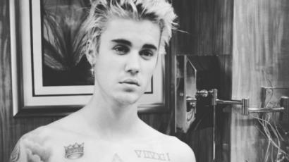 Meztelen testével hergeli a rajongóit Justin Bieber