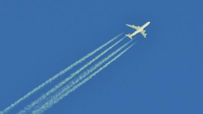 Miért húznak csíkot a magasan szálló repülőgépek?