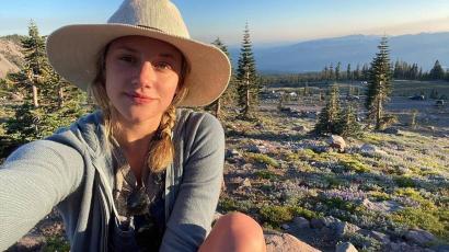 Míg exe a szülinapját ünnepelte, Lili Reinhart egyedül ment túrázni, hogy gyógyuljon