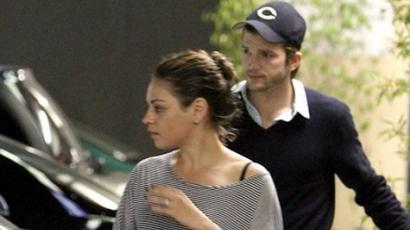 Mila Kunis Ashton Kutcherrel randizik?