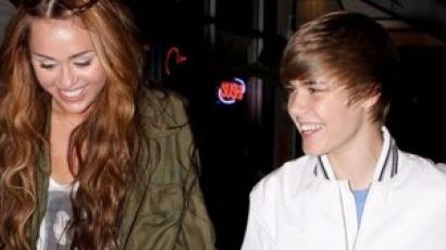 Miley Cyrus Justin Bieberrel énekel
