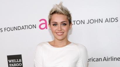 Miley Cyrus nem hordja az eljegyzési gyűrűjét