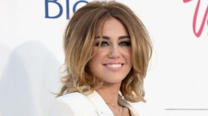 Miley Cyrus nyilvánosan füvezett