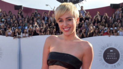 Miley Cyrus stílust vált következő lemezén