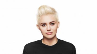 Miley Cyrus teljesen összeomlott kutyája elvesztése miatt