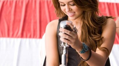 """Miley Cyrus: """"Elég a paparazzókból!"""""""