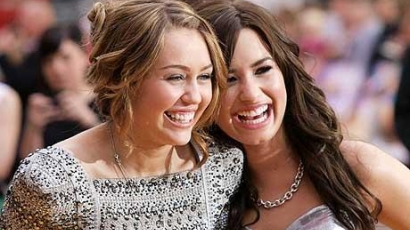 Miley és Demi egy közös duettet szeretnének