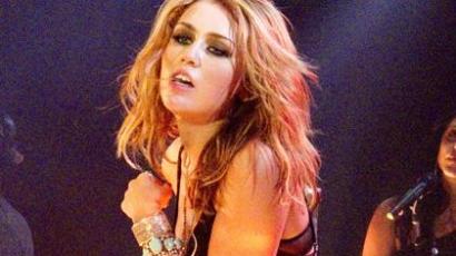 Miley új frizurával készült a koncertjére