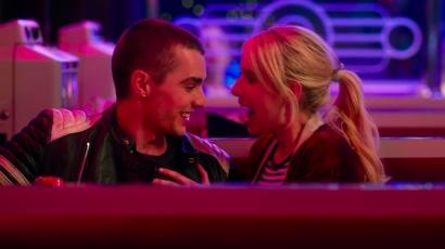 Mindent bevállal közös filmjében Emma Roberts és Dave Franco
