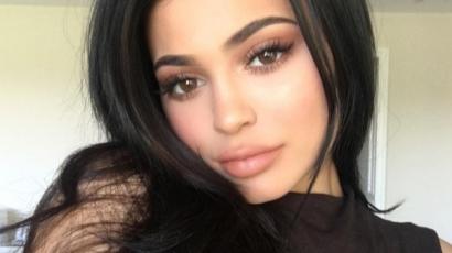 Most aztán bajban van! Kylie Jennert perrel fenyegeti egyik kollégája