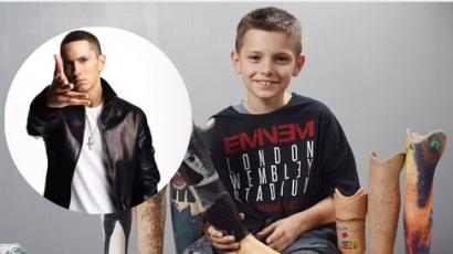 Mozgássérült rajongóját lepte meg Eminem