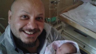 Nagynénje gyámsága alá kerül Damu Roland újszülött kislánya