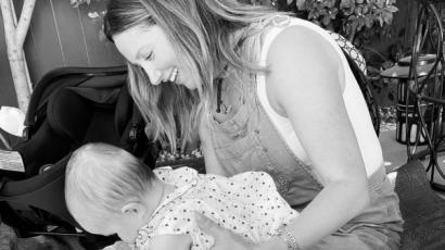 Nagyon cuki fotót osztott meg Ashley Tisdale a kisbabájáról