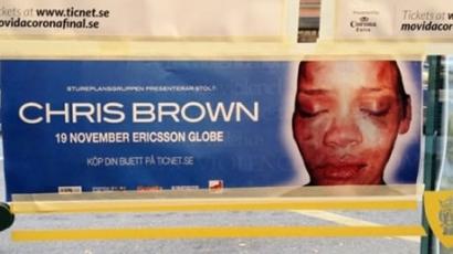 Az összevert Rihanna fotójával tiltakoznak Chris Brown ellen
