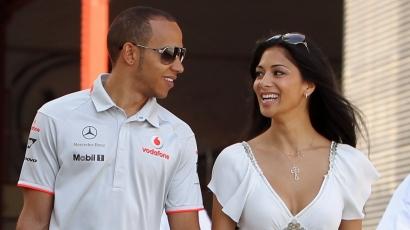 Nem veszik el Lewis Hamilton jogosítványát