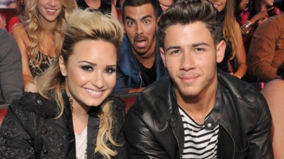 Nick Jonas Demi Lovatónak dolgozik