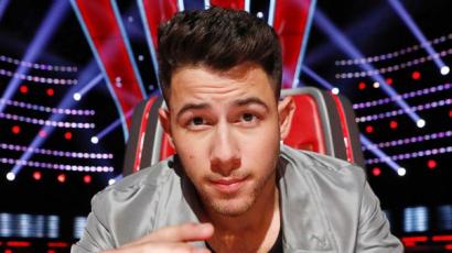 Nick Jonas kínos bakijáról számolt be