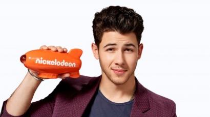 Nick Jonas miatt veszett össze Selena Gomez és Miley Cyrus