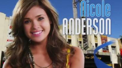 Nicole Anderson sosem vetkőzne