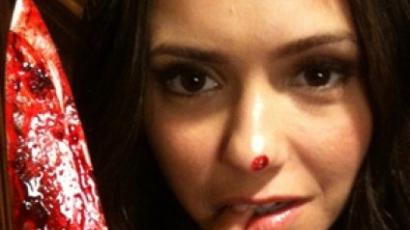 Nina Dobrev késsel pózolt a Twitteren