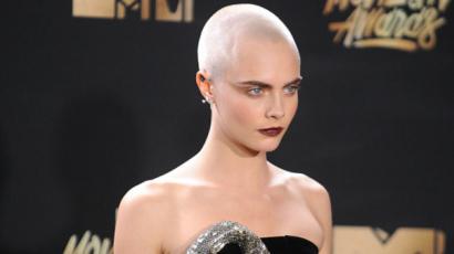 Nővére szerint bátor döntés volt Cara Delevingne-től, hogy leborotválta a haját