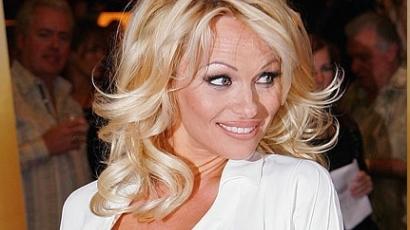 Pamela Andersont megtámadták