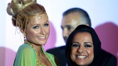 """Paris Hilton Dubaiban talált újabb """"öribarit"""""""