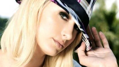 Paris Hilton pucér sajtótájékoztatója