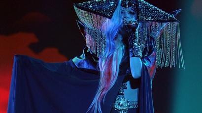 Péntek hajnalban a dicsőség szélén lesz Gaga