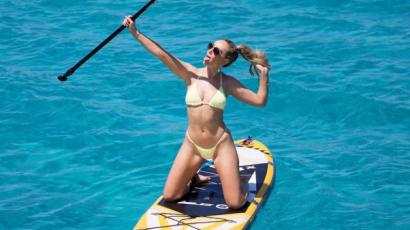Perrie Edwards és szerelme jachton vakációztak