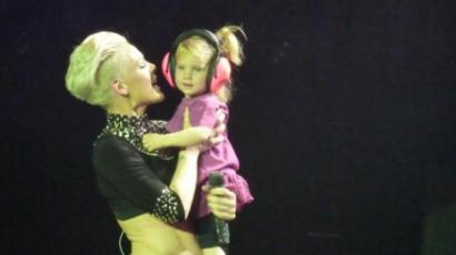 Kislányával koncertezett Pink
