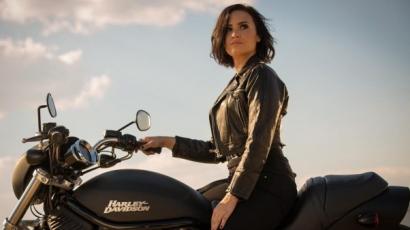 Rács mögé került Demi Lovato – klippremier
