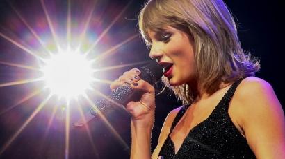 Rákban elhunyt kisfiú családjának ajánlotta dalát Taylor Swift