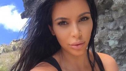 Ravasz húzás: Kim Kardashian a hasonmását küldte a lesifotósok elé