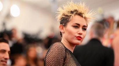 Rendőrök rohantak Miley Cyrus házához