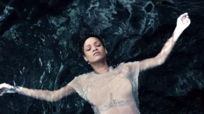 Rihanna ragyog, akár egy gyémánt