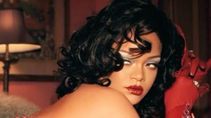 Rihanna szexi piros fehérneműben készül a Valentin napra