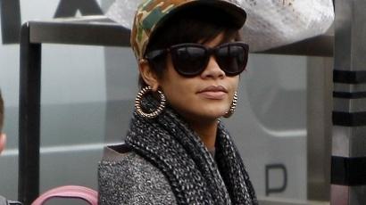 Rihanna vörös haja csak paróka