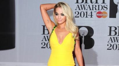 Rita Ora dalt ír a Szürke ötven árnyalatához