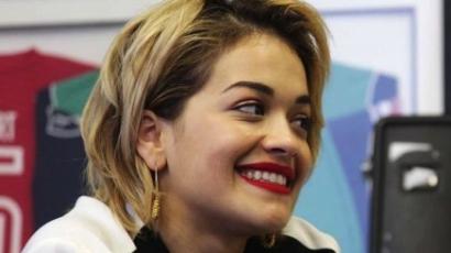 Rita Ora is rövid hajra váltott