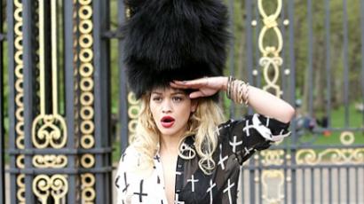 Rita Ora modellnek állt