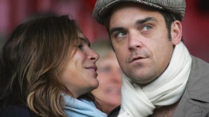 Robbie Williams elveszi jegyesét
