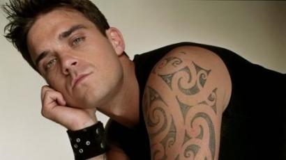 Robbie Williams férfiasságát mutogatta
